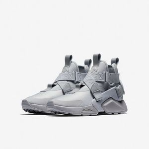 Nike Air Huarache City Wolf Grey NEW Size 4.5Y